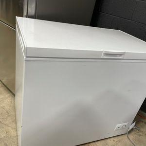 Frigidaire 8.7 Cu Freezer for Sale in Corona, CA