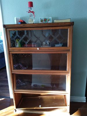 FREE Book Case for Sale in Montclair, CA