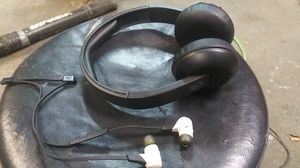 Skullcandy uproar Bluetooth headphones new and jaybird x2 earbuds used, can deliver for Sale in Tacoma, WA