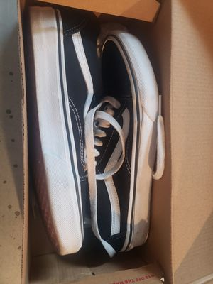 Like new Vans old skool 6.5 mens 8.0 women's black and white for Sale in San Diego, CA