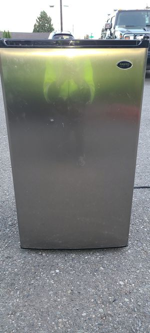 Mini fridge Sanyo stainless steel for Sale in Everett, WA