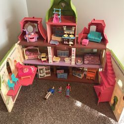 Doll House With A Ton Of Accessories for Sale in Seattle,  WA