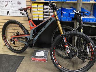 Intense Mountain Bike M29 Brand New Medium Full Carbon DH bike for Sale in Yorba Linda,  CA