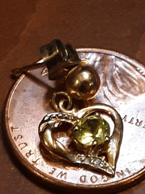 10k gold heart shaped earing with topaz and diamond single for Sale in Methuen, MA