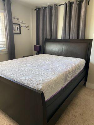 Queen bedroom set (w/mattress) for Sale in Austin, TX