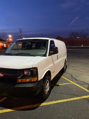 06 Chevy express 2500 Like brand new for Sale in Columbus, OH