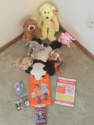Ty Beanie Babies (includes rare 1997 Tracker), Collector's Value Guide, Tags, and Collector's Cards for Sale in Tacoma, WA