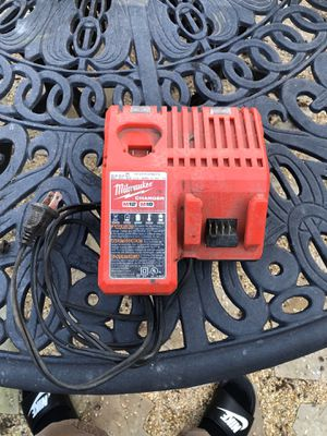 Milwaukee M12 and M18 Charger for Sale in Tracy, CA