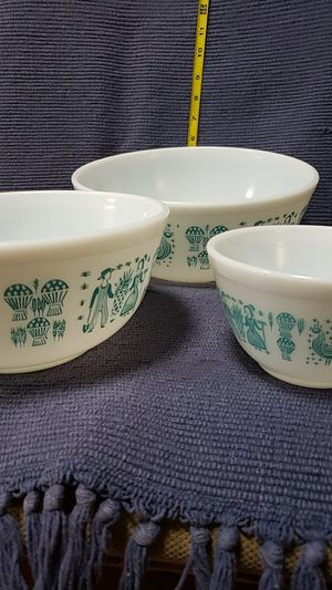 Vintage Pyrex mixing bowl set for Sale in Bairdstown, OH