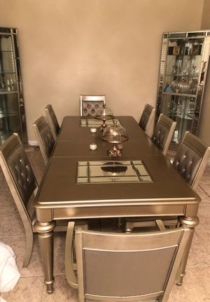 Dining table and buffet table for Sale in Hesperia, CA