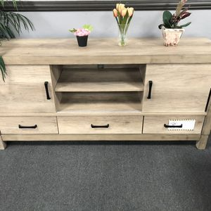 """TV Stand 67"""" for Sale in Fresno, CA"""