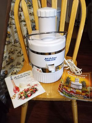 Power Juicer with recipe books for Sale in Portland, OR