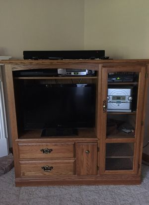 Oat entertainment center. for Sale in Appleton, WI