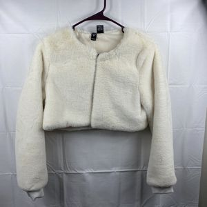 Windsor Crop Jacket Sz. Small Long Sleeve NWT Creme /White for Sale in Peoria, IL