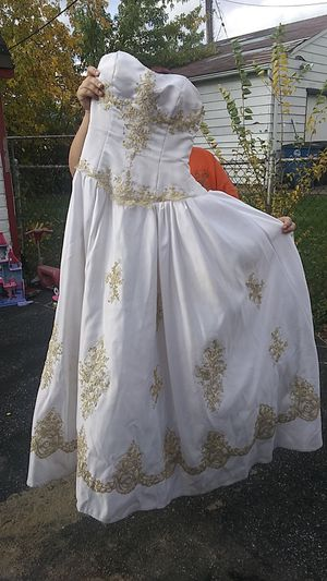 Woman's size 5 wedding dress for Sale in Shaker Heights, OH