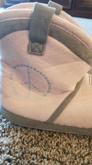 Toddler Girls Slipper Boots for Sale in North Syracuse, NY