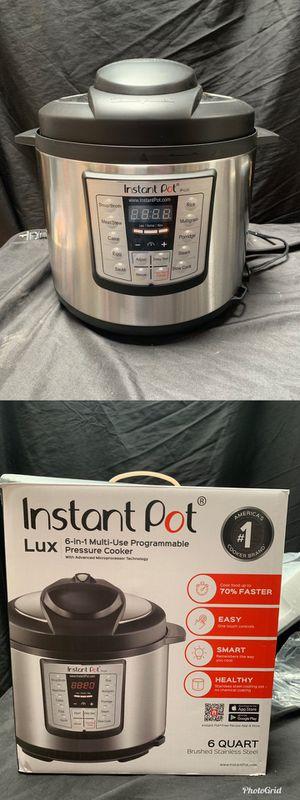 Insta Pot 6 Quart 6 in 1 Multi use pressure cooker for Sale in Compton, CA