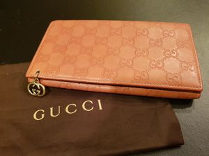 Light oranges Color Gucci Wallet for Sale in Mercer Island, WA