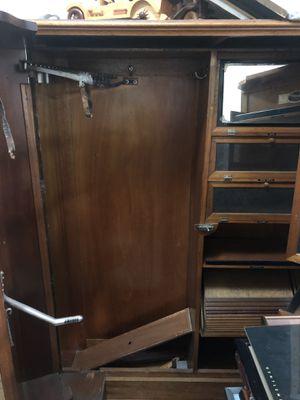 Antique armoire wardrobe. for Sale in North Miami, FL