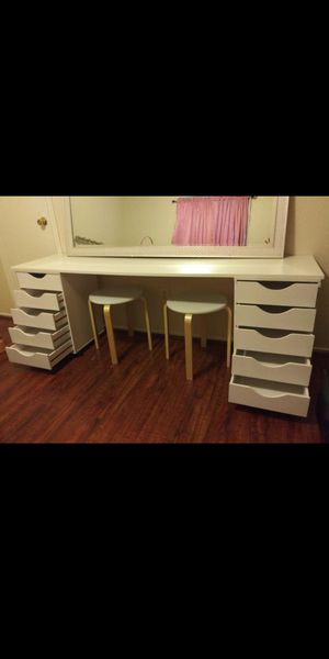 Hollywood glam makeup vanity for Sale in Houston, TX