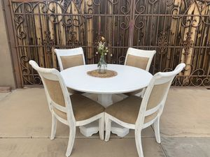 Dining room table with 5 chairs for Sale in Mesa, AZ
