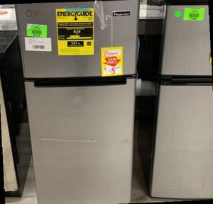Magic chef HMDR450SE Top Freezer Refrigerator 4.5 Cubic Ft M1O for Sale in Houston, TX