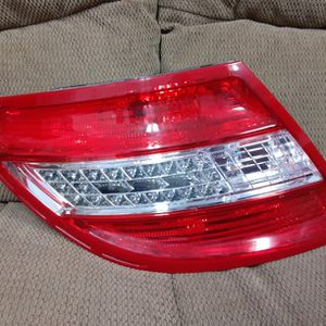 08-11 Mercedes-Benz C-Class Driver/Left Side Tail Light for Sale in Fontana, CA