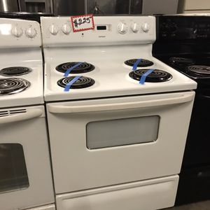 HOT POINT ELECTRIC STOVE IN EXCELLENT CONDITION 4 MONTHS WARRANTY for Sale in Baltimore, MD