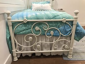 Twin size iron bed for Sale in Miami, FL