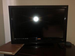 """Very nice 29"""" VIZIO TV for Sale in Escondido, CA"""