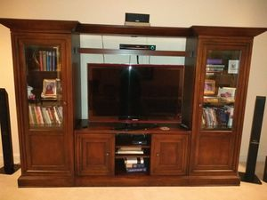 "Entertainment Center /52"" Samsung Flat Screen TV for Sale in Broadlands, VA"