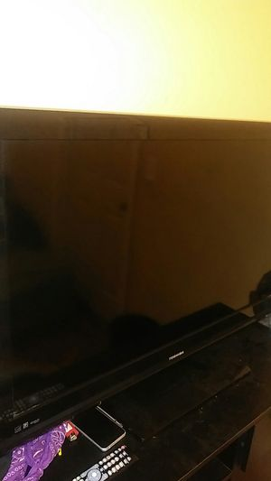 TOSHIBA FLAT SCREEN 40 INCH for Sale in Chicago, IL