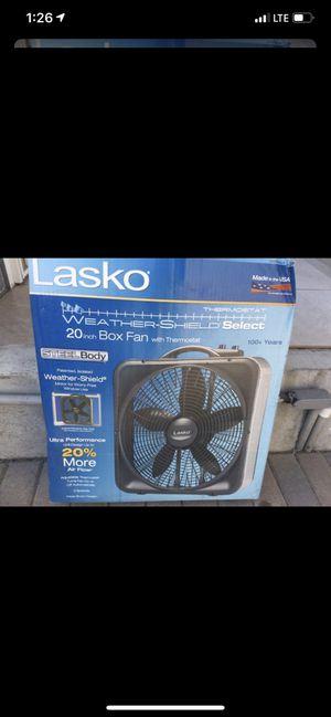 Lasko 20 inch box fan with thermostat for Sale in Santa Ana, CA