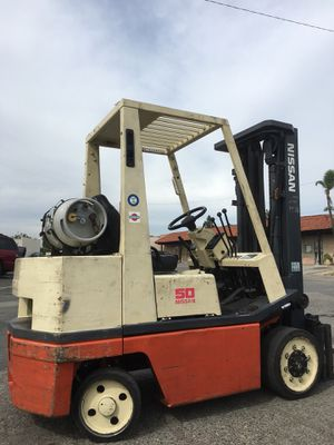 03 nissan Forklift 5000lbs for Sale in North Las Vegas, NV