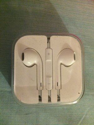 Apple earbuds with microphone for Sale in Richmond, KY