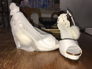 White and gold puff high heel for Sale in North Potomac, MD