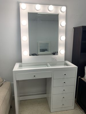 MAKEUP VANITY PICK UP TODAY for Sale in Chino, CA