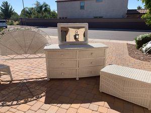 Wicker bedroom set (7 piece) for Sale in Mesa, AZ