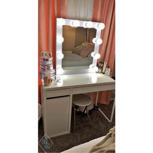 Vanity Make up Mirror Lightbulbs Included Dimmable NO DESK for Sale in San Diego, CA