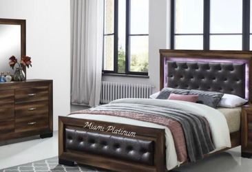Bedroom Set 4pcs (Bed, Nightstand, Dresser, Mirror)/// Financing Available for Sale in Hialeah,  FL