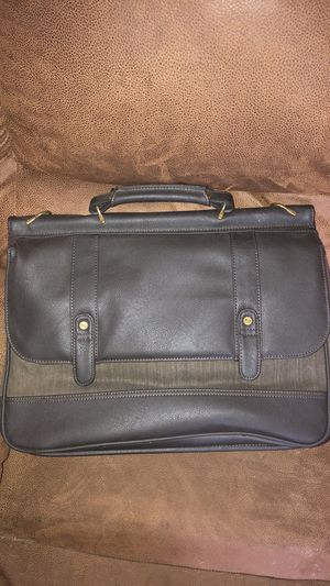 Solo Briefcase for Sale in Hamburg, NY
