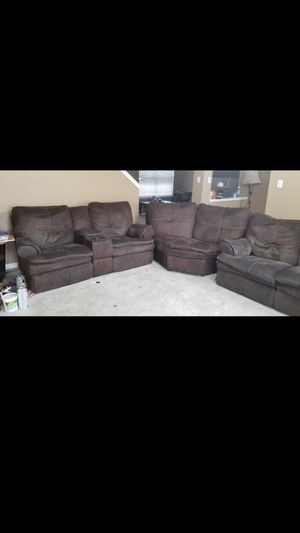 3 sectional couch for Sale in Spring, TX