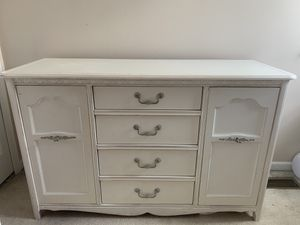Girls bedroom set made by ragazzi for Sale in Walled Lake, MI