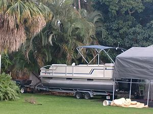 Pontoon boat, 22ft 2004 Crestline for Sale in LAUD LAKES, FL