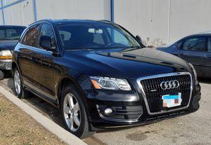 09 Audi Q5 Premium Plus / foreign for Sale in Chicago, IL