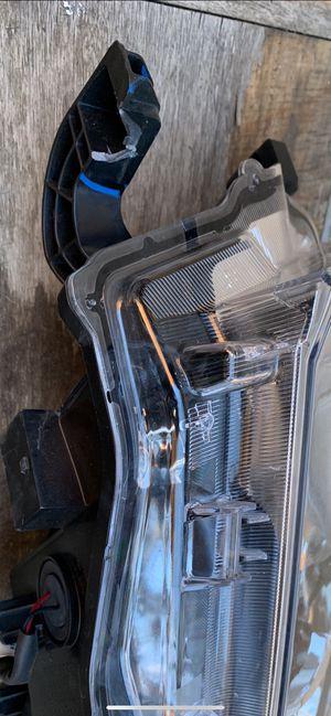 Toyota Highlander 2018 headlight for Sale in El Cajon, CA
