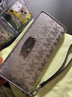 BRAND NEW MICHAEL KORS WALLET for Sale in Fort Worth, TX
