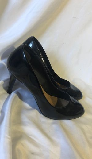 Black shiny heels size 8 1/2 for Sale in Canby, OR