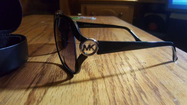 MK Pippa Sunglasses M2784S w case