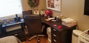 Corner desk and chair for Sale in Corona, CA